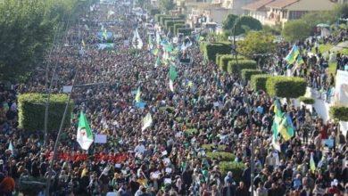Photo of Le Président algérien et son armée s'entêtent, le peuple algérien répond avec une très belle chanson.