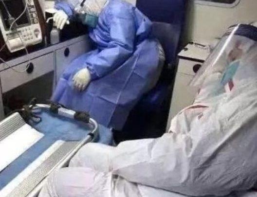 Photo of تأمل في السبب الذي جعل أحد الأطباء المعالجين  لمرضى كورونا….ينهار ويصاب بازمة نفسية حادة