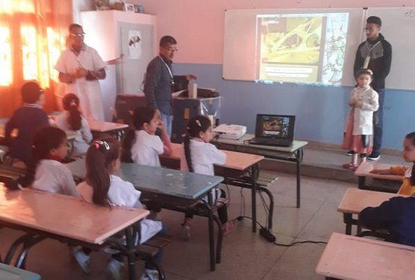 "Photo of حملة  تحسيسية  توعوية حول  فيروس  ""كورونا""  بمدرسة  المنتزه  البلدي  بوجدة"