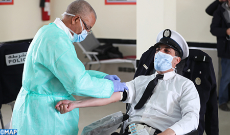 Photo of فيروس كورونا.. رجال ونساء ولاية أمن الرباط ينظمون حملة للتبرع بالدم