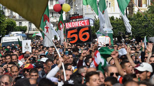 "Photo of حراك  الجمعة 56 يتحدى "" فيروس كورانا ""الجزائر  ويصر على اسقاط النظام !!"